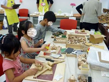 木のおもちゃ作り教室の様子