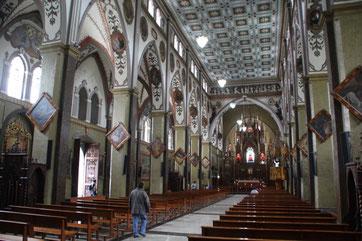 Intérieur de l'église de Banos