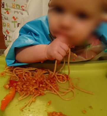 BLW BabyLedWeaning Baby Led Weaning Beikost breifrei Spaghetti Familientisch Bolognese Linsen Video
