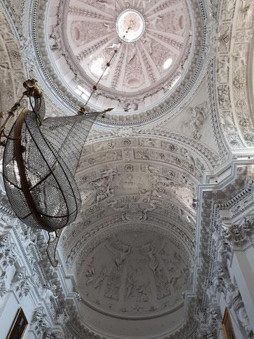 Herrliche Stuckatur-Arbeiten in der Peter&Paul Kathetrale in Vilnius
