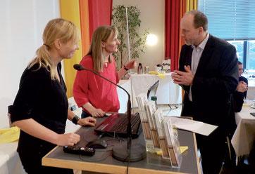 Stefanie Piller, Birte Schlesselmann (v.l.) und Ralf Hartmann freuen sich über den neuen Internetauftritt. Foto: Ines Dietrich