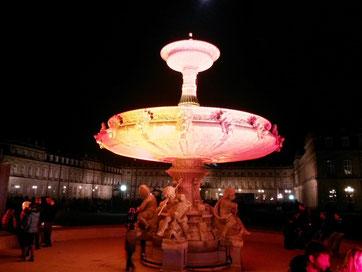 Центральные фонтаны подсвечивают по особым случаям, например, на праздник света