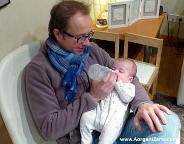 Los padres también deben involucrarse en las tareas de los bebés - www.AorganiZarte.com