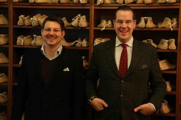 Matthias Vickermann (rechts) und Christian Frosch von Men's Individual Fashion in der Werkstatt von Vickermann & Stoya in Baden-Baden.