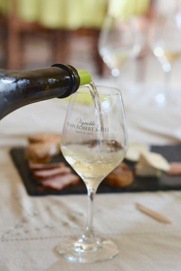 degustation-vin-visite-cave-decouverte-vignoble-AOC-Vouvray-Vallee-Loire-Tours-Amboise-Rendez-Vous-dans-les-Vignes-Myriam-Fouasse-Robert