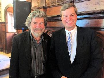 Bild von li.:  Reinhold Messner  und PSts Ferlemann