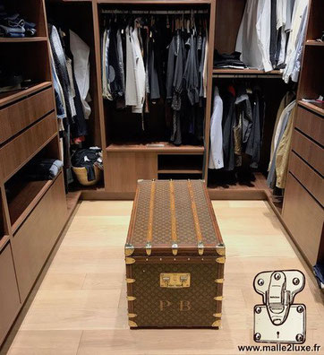 Louis Vuitton trunk decoration STORAGE TRUNK IN A DRESSING ROOM