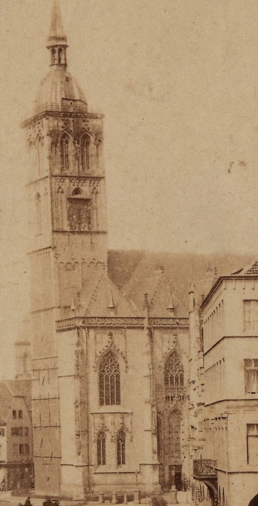 Um 1870 Ausschnitt - Deutliche Neigung des Turms, die Käfige sind nur schemenhaft auszumachen, gut erkennbar die beiden aufgesetzten Geschosse