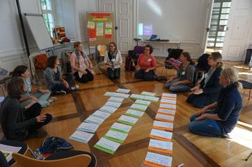 Begeistert äußerten sich die Teilnehmerinnen auch heuer wieder über die äußert informative praxisorientierte Eltern-Kind-Grundlagenschulung. Alle Eltern-Kind-Gruppenleiterinnen schlossen die dreitägige Ausbildung erfolgreich ab (Quelle: KDFB Anita Gaffro)
