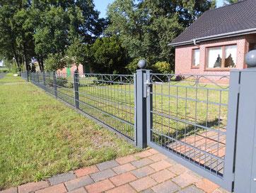 Zäune wie hier rund um ein Wohnhaus geben ein Gefühl von Sicherheit.