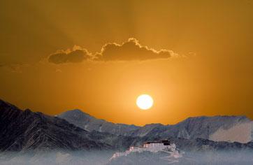 Der Potala Palast in Lhasa, Tibet bei Sonnenaufgang