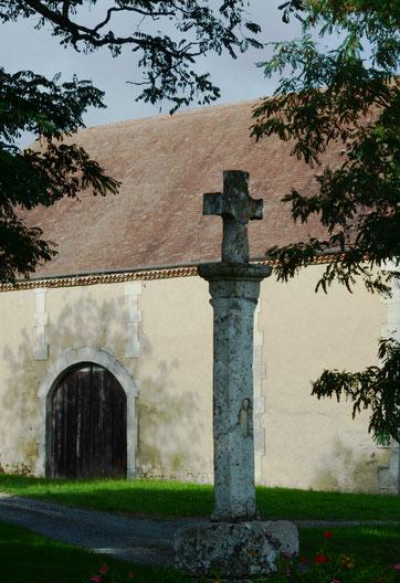 La Croix de la place du hameau de Bonneval