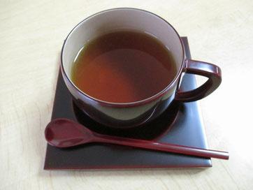 漆のコーヒーカップに淹れた漆コーヒー