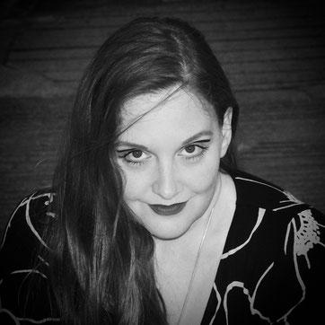 Lucy van Org hat mit ihrer Band Lucilectric in den 90er Jahren viele Erfolge gefeiert und ist nun Autorin. Bei der Buchpremiere von Traumschrott wird sie aus ihren Büchern lesen und gemeinsam mit Christian Krumm etwas aus Traumschrott