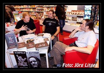 Tom Angelripper, Holger Schmenk und Christian Krumm im Weltbild Verlag in Essen