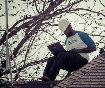 Arbeiter Dach Laptop