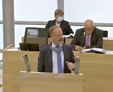 Wulf Gallert im Landtag: Komische Situation, dass die Gemeinden die Landesstraßen dort finanzieren, wo sie am teuersten sind - bei den Fähren.
