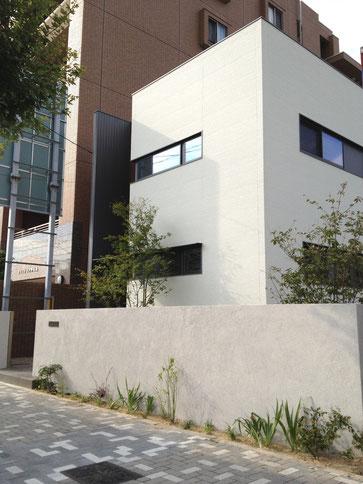 家の直線ラインを意識したエクステリアデザイン