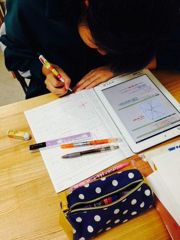iPadひとりテキストで数学学習中。ひとりテキストの特徴は動きがある、音が出る、読解力が向上する、です。