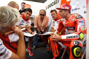 Andrea Iannone in der Ducati Box