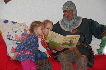 """VORLESEABEND zur Eröffnung der mobilen Bücherei mit """"GRAF BERNHARD"""""""
