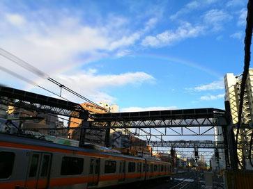 2/15 16時過ぎに 東京で見えた大きな虹。                                                                           弊社東側の窓からも見ることができました。