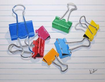 Dessin crayons de couleur plusieurs pince-feuilles différentes couleurs