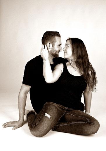 VERLIEBT - LOVESTORY IN BILDERN  Fotostudio Hallbergmoos Iris Besemer www.pictureandmore.com