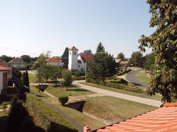 Blick auf den Ortskern von Balatonújlak