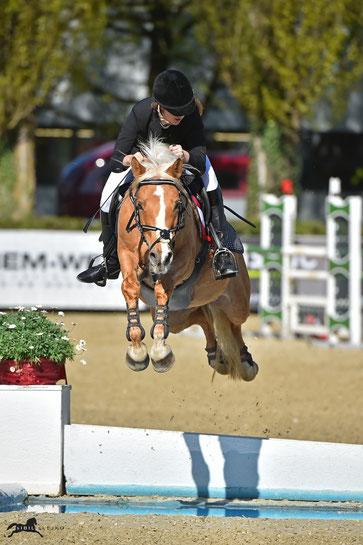 Jana Schöpf und Golden Joy im EQWO.net Pony Grand Prix © sIBIL sLEJKO