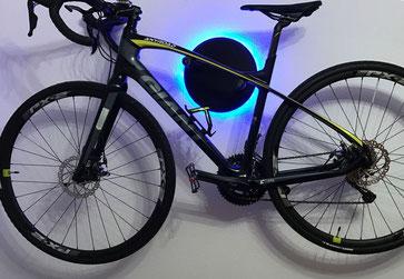 Wandhalter Wandmontage Halterung Fahrrad Rennrad Holz mit Beleuchtung LED Bike wall mount Karbon Carbon Giant