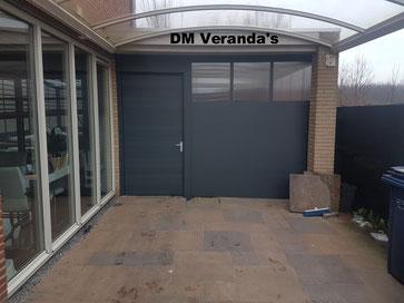 Almere Poort aluminium schutting met poort deur en polycarbonaat ramen