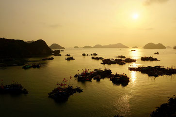 Sonnenuntergang in der Halong Bucht