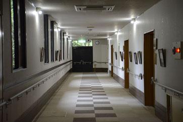 那珂川苑の廊下(写真が多数展示サれていました)