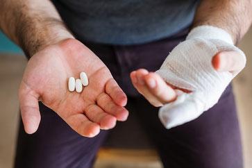 Doris Pällmann, Soziale Dienste, Hilfen im Alltag, Alltagshilfen, Arztbesuche, Hände, Medikamente, Tabletten, Verband, verletzt, Hilfe, Münster