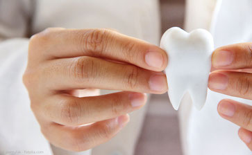 Vielen Patienten ist es wichtig, ihre eigenen Zähne zu erhalten - auch wenn sie schon stark zerstört oder entzündet sind.