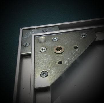 Bemalte Leinwand aufspannen - L-Profilrahmen mit Aufhänger verstärkt