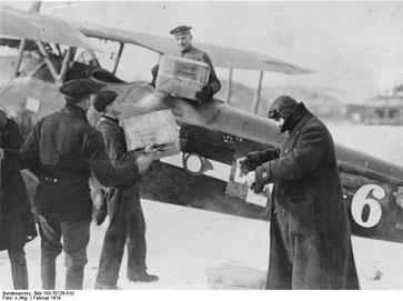 Bundesarchiv_Bild_183-T0126-510,_Berlin,_Flugpost_nach_Weimar.jpg