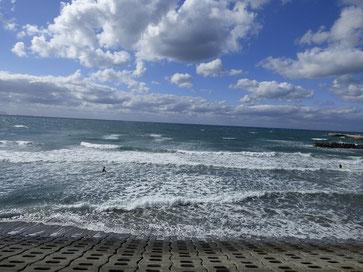 潮が引きだして乗れそうな頃には風も強くなり・・・・