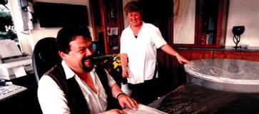 Reinhold Baumann mit seiner Frau Roswitha, die ihn mit unterstützt.