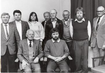 23.04.1988 - Das Foto zeigt die Gründungsmitglieder des Heimatvereins des Marktes Maßbach