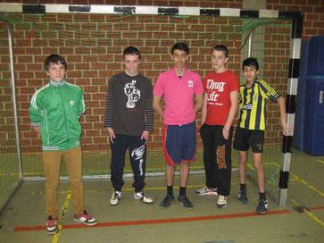 Einige Spieler der achten Klasse vor dem Spiel