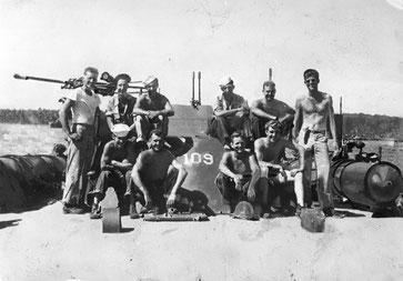 John F. Kennedy und die Mannschaft der PT-109, 1943