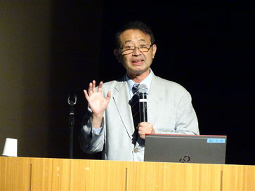 講演する温泉地学研究所長 里村 幹夫氏