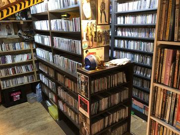 土蔵の2階にあるCD・LP等々のライブラリー