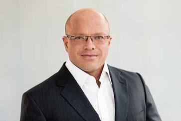 Rechtsanwalt Christopher Müller betreut gerne russisch sprechende Mandanten