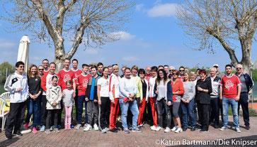 Viele Mitglieder waren bei wunderschönem Wetter mit dabei.