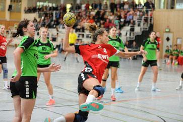 Am Ball: Mona Schmitt (Nummer 4)