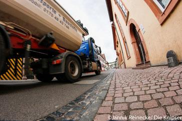 Der Lärm der LKWs in der Friedrich-Ebert-Straße nimmt immer weiter zu.