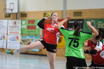 Am Ball: Jasmin Schulz (Nummer 22)